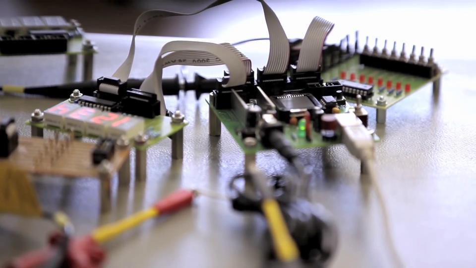 Ausbildung, Lehre, Elektroniker für Geräte und Systeme, Elektronikerin