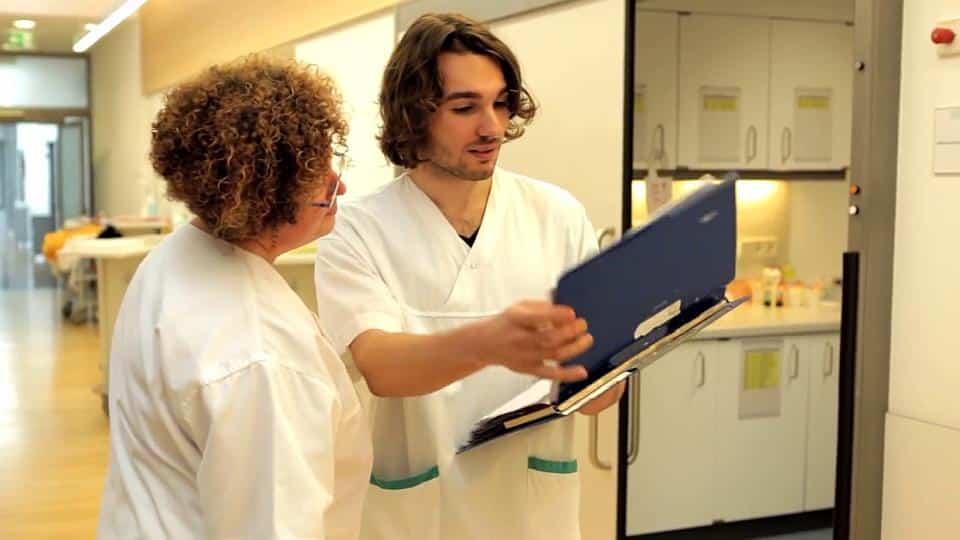 Lehre, Ausbildung, Beruf, Ausbildungsplatz, Gesundheits- und Krankenpfleger, Gesundheits- und Krankenpflegerin, Krankenschwester, Krankenpfleger